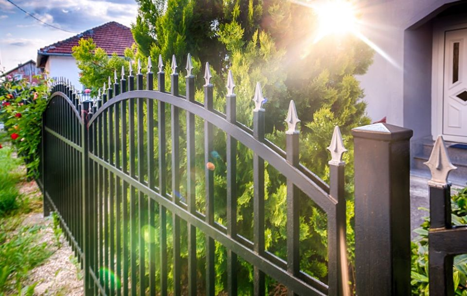 vinyl fencing materials in Los Angeles